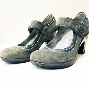 J-41 Gray Suede Mary Jane Pumps Shoes 7.5 Heels